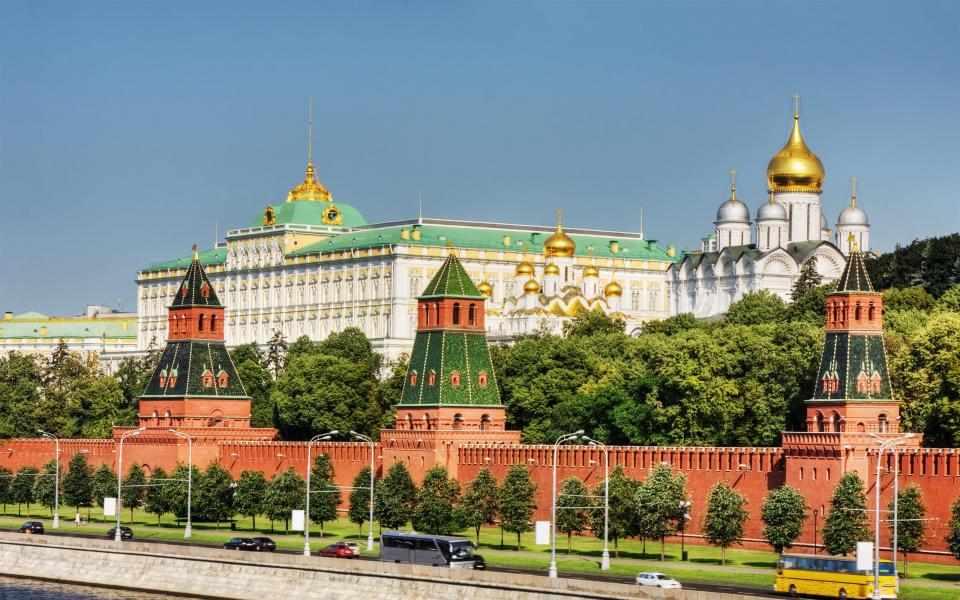 Kremlin-Moscow-Russia-600x960