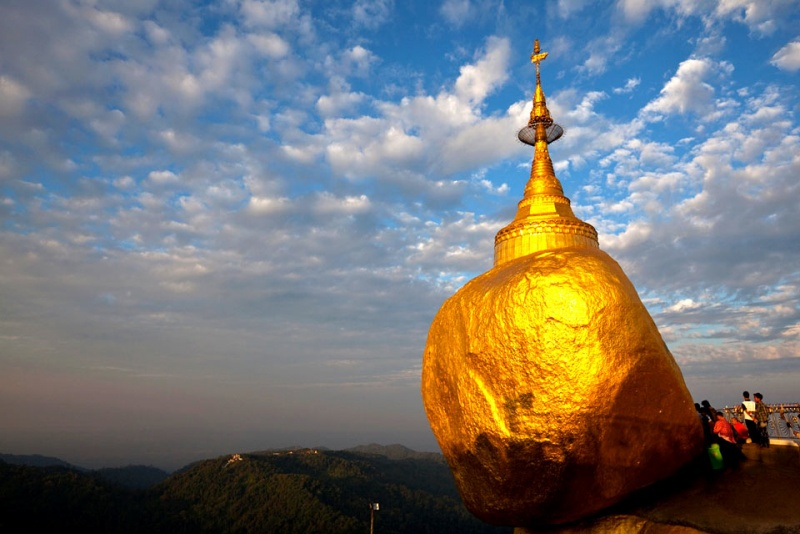 7-kyaikto-golden-rock-birmania