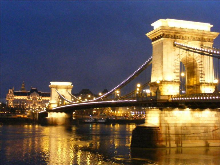 Chain Bridge Microtravelling