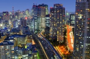 night_skyscrapers_cityscape_in_tokyo_metropolis_over_sumida_river_1347299795