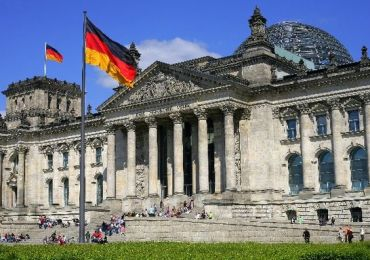 the-reichstag-was-designed-by-paul-wallot-berlin-germany+1152_12921866759-tpfil02aw-6880