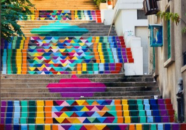 scalinata-colorata-beirut-libano-street-art